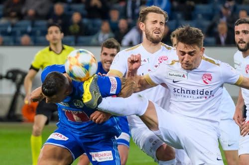 Das Spiel war umkämpft: Hier ein Zweikampf mit FCL-Spieler Lucas Alves. (Bild: Martin Meienberger/freshfocus)