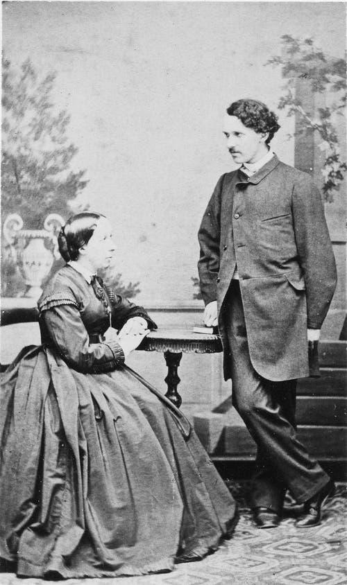 Der 20-jährige Carl Spitteler mit seiner Mutter. (Bild: Nachlass Carl Spitteler, Schweizerisches Literaturarchiv, Bern)