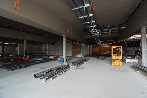 1. Obergeschoss, Kassenbereich des Supermarktes.