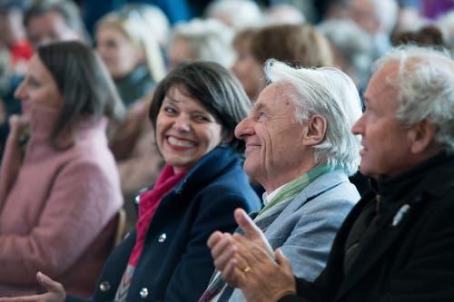 Emil Steinberger mit seiner Frau Niccel. Rechts Paul Winiker. (Bild: Pius Amrein, Luzern, 29. April 2019)