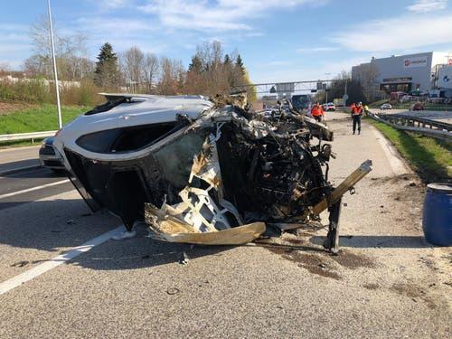 Ein Totalschaden: das Auto des verunfallten 3