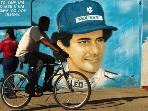 Ayrton Senna war in Brasilien mehr als nur ein berühmter Rennfahrer. Die verehrung kannte keine Grenzen. Im Bild eine Wandmalerei, aufgenommen am 30. April 2004 (Bild: KEYSTONE/AP/ALEXANDRE MENEGHINI)
