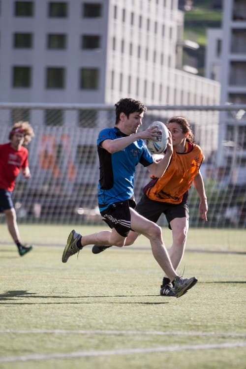 Touch-Rugby beim Training auf der Allmend. (Bild: Manuela Jans-Koch, Luzern, 25. April 2019)