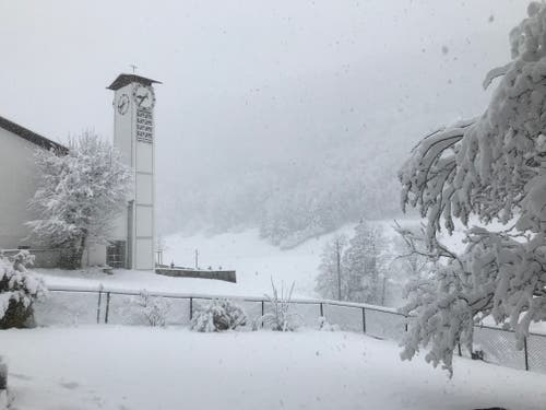 Obbürgen versinkt im Schnee. (Bild: Daniel Bühlmann, 4. April 2019)