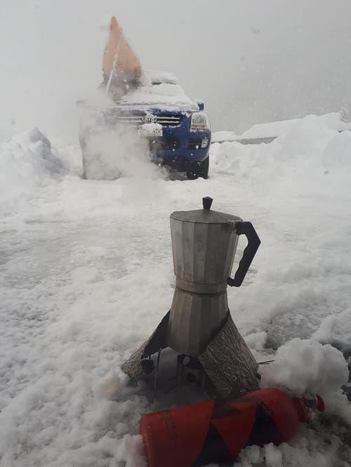 Die Wartezeiten auf der Autobahn A2 mit heissem Kaffee verkürzt. (Bild: Raphael Klinger, 4. April 2019)
