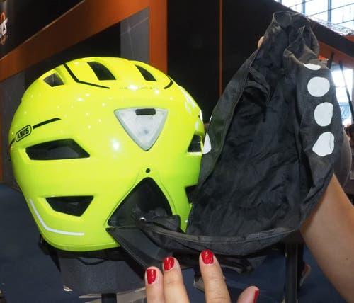 Mit dem Pedelec 2.0 bringt Abus einen der ersten Helme, der die neue Norm NTA 8776 für schnelle E-Bikes erfüllt und mit Scheibe und integrierter Regenhaube noch Zusatzattribute bietet.
