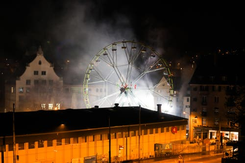 Das Mehrfamilienhaus wurde danach vom Rauch befreit. Gemäss Kantonspolizei St.Gallen ist es derzeit nicht bewohnbar. (Bild: Leserreporter - 9. April 2018)