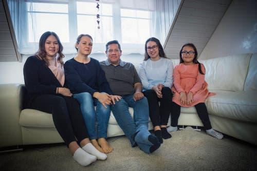Die Schweizer Familie: Beni Stoller mit seiner Frau Patricia (2. v. l.) und den drei Töchtern.
