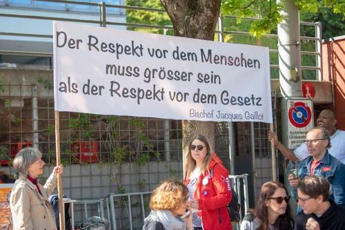 Ebenfalls ein wichtiges Thema an der 1.-Mai-Feier: Solidarität mit Flüchtlingen, die sich viele Staaten in Europa - darunter auch die Schweiz - mit scharfen Einreiseregelungen vom Leib halten will. (Bild: Urs Bucher - 1. Mai 2019)