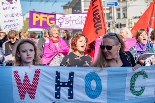In der Frauengruppe an der Spitze des St.Galler 1.-Mai-Demonstrationszuges. (Bild: Urs Bucher - 1. Mai)