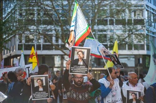 Kurdinnen und Kurden aus der Ostschweiz protestieren gegen die Unterdrückung ihres Volkes durch die Türkei. (Bild: Urs Bucher - 1. Mai 2019)