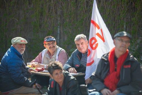 Langjährige Gewerkschafter an der Kundgebung zum 1. Mai vor der Grabenhalle. (Bild: Urs Bucher - 1. Mai 2019)