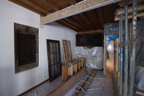 Blick in den historischen Borromäus-Saal, dessen Decke gestützt werden muss. (Bild: Boris Bürgisser, 1. Mai 2019)