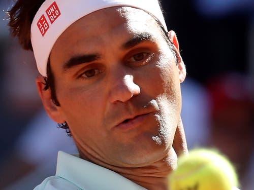 Gegen einen starken Dominic Thiem hauchdünn gescheitert: Roger Federer in Madrid (Bild: KEYSTONE/EPA EFE/KIKO HUESCA)