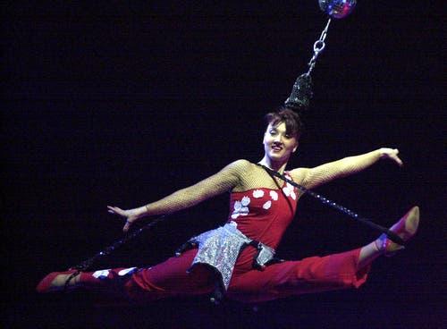 Die tschechische Akrobatin Enrica Stauberti 2001 in Frick. (Bild: KEYSTONE/Dominik Pluess)
