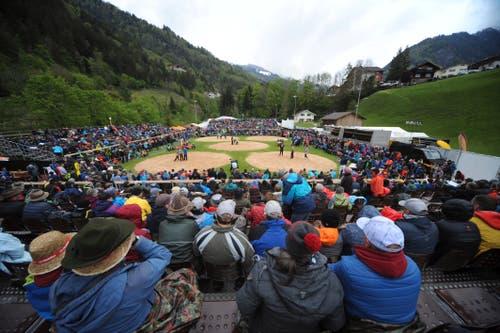 Trotz schlechtem Wetter waren die Tribünen gut besetzt. (Bild: Urs Hanhart, Bürglen, 12. Mai 2019)