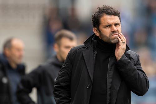 GC-Trainer Uli Forte muss zusehen, wie GC-Anhänger den Abstiegs seiner Equipe besiegelten. (Bild: KEYSTONE/Ennio Leanza, Luzern, 12. Mai 2019)