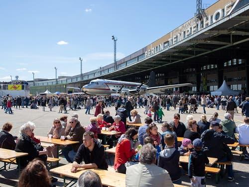 Der Gedenktag wurde mit einem «Fest der Luftbrücke» auf dem Tempelhofer Feld gefeiert. (Bild: KEYSTONE/EPA/OMER MESSINGER)