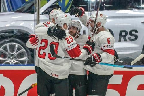 In der 34. Minute durchbrachen die Schweizer endlich die lettische Abwehr und bejubelten das 1:0 von Gregory Hofmann (hier verdeckt). (Bild: Andy Müller/freshfocus, Bratislava, 12. Mai 2019)