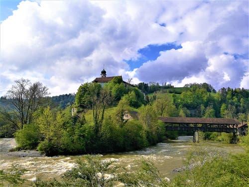 Die Wolken ziehen über der Kleinen Emme vorbei. (Bild: Urs Gutfleisch, Werthenstein, 12. Mai 2019)