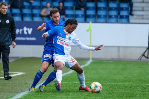 Euclides Cabral schirmt den Ball gegen Luzerns Otar Kakabadze ab. (Bild: Martin Meienberger/freshfocus, Luzern, 12. Mai 2019)