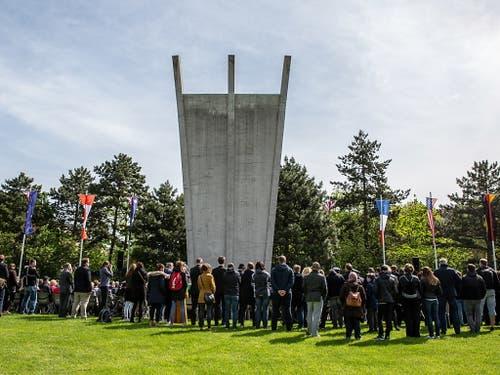 Am Luftbrückendenkmal ist an das Ende der Berlin-Blockade vor 70 Jahren erinnert worden. (Bild: KEYSTONE/EPA/OMER MESSINGER)
