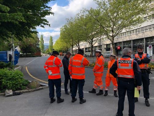 Montagmorgen früh: Das Inseli ist leergeräumt. Securitas und Polizei in Erwartung der ersten Cars. (Bild: Janick Wetterwald, Luzern, 13. Mai 2019)