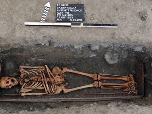 Wissenschaftler geben mit Untersuchungen an Skeletten neue Einblicke in die Lebensbedingungen verwahrter Personen. (Bild: Amt für Kultur GR)