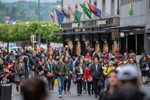 Touristen auf dem Grendel. (Bild: Urs Flüeler / Keystone, Luzern, 13. Mai 2019)