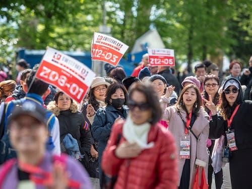 Am Montag reisten gegen 4000 chinesische Touristen nach Luzern. (Bild: KEYSTONE/URS FLUEELER)