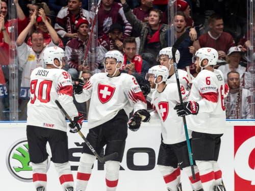 Schweizer Torjubel - an Eishockey-Titelkämpfen keine Seltenheit mehr wie früher (Bild: KEYSTONE/MELANIE DUCHENE)