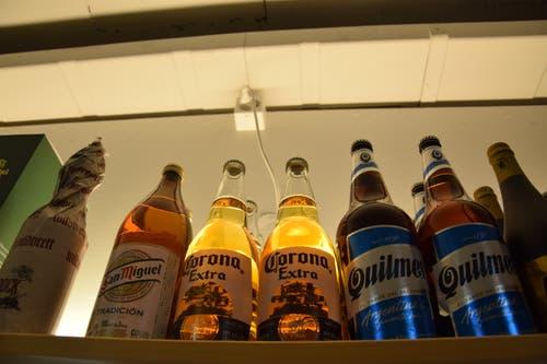 ...sondern auch die Etiketten und Herkunft des Biers.