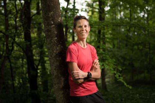 Die Ultraläuferin Kim Baner trainiert viermal pro Woche. Am Wochenende macht sie einen Vier- bis Sechs-Stunden-Lauf. (Bild: Benjamin Manser)