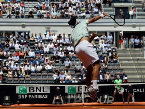Gegen Sousa funktioniert Federers Aufschlag ausgezeichnet (Bild: KEYSTONE/AP/GREGORIO BORGIA)