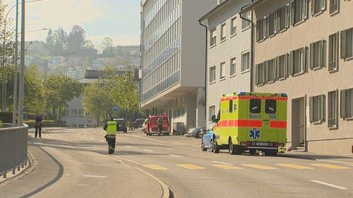 Die Polizei rechnet damit, dass der Einsatz länger dauern könnte. (Bild: BRK News)