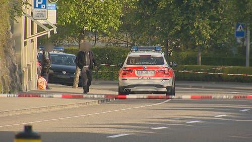 Die Polizei ist mit einem Grossaufgebot vor Ort. (Bild: BRK News)