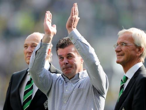 Emotionen bei Dieter Hecking: Der Trainer muss Borussia Mönchengladbach verlassen, ohne die Champions League erreicht zu haben (Bild: Keystone/EPA/FRIEDEMANN VOGEL)