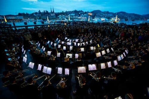 Das abschliessende Gemeinschaftskonzert des Blasorchesters Stadtmusik Luzern, der Brassband Bürgermusik Luzern und dem 21st Century Chorus. (Bild: Philipp Schmidli, Luzern, 18. Mai 2019)