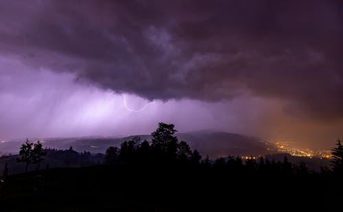 Gewitter über dem Zugerberg. (Bild: Daniel Hegglin, Zugerberg, 19. Mai 2019)