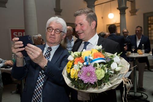 Der gewählte Regierungsrat Marcel Schwerzmann (rechts). (Bild: Eveline Beerkircher, Luzern, 19. Mai 2019)