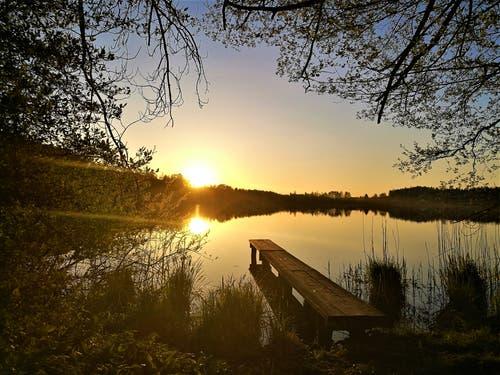 Farblicher Sonnenuntergang beim Soppensee. (Bild: Urs Gutfleisch, Buttisholz, 1. Mai 2019)