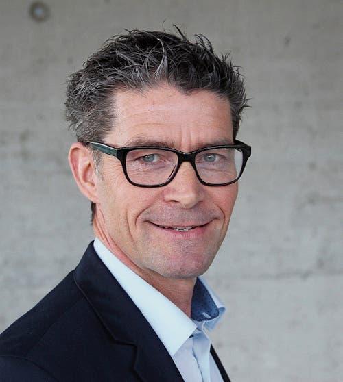 Jürg Strässle ist gelernter Hochbauzeichner und arbeitet heute in der Versicherungsbranche.