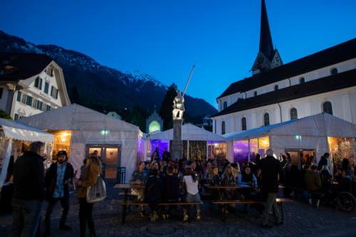 Die Essens- und Konzertzelte auf dem Dorfplatz. (Bild: Urs Flüeler / Keystone, Stans, 1. Mai 2019)