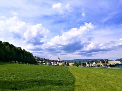 Am Mittag türmen sich die Wolken auf. Vorboten der anstehenden Kaltfront. (Bild: Urs Gutfleisch, Malters, 2. Mai 2019)