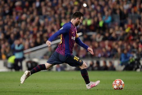 Aus über 20 Metern zirkelte Messi den Ball ins Lattenkreuz, ein Treffer wie ein Gedicht. (Bild: Emilio Morenatti / AP)