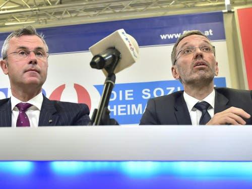Der designierte FPÖ-Chef Norbert Hofer (l.) und Innenminister Herbert Kickl (FPÖ) straucheln über die Video-Affäre. (Bild: KEYSTONE/APA/APA/HANS PUNZ)
