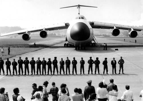 1978 landete erstmals ein amerikanisches Transportflugzeug Lockhhed Galaxy (75 Meter Länge, 68 Meter Spannweite) in Emmen. Bild: VBS