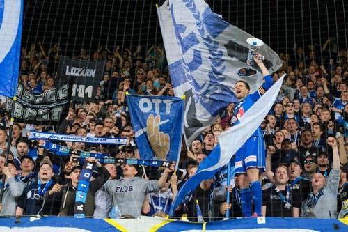 Claudio Lustenberger lässt sich von den Fans feiern. (Bild: Martin Meienberger / Freshfocus, Luzern, 22. Mai 2019)