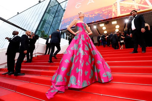 Model Karolina Kurkova May. > Filmpremiere «Once Upon A Time... In Hollywood» (Bild: EPA/IAN LANGSDON)