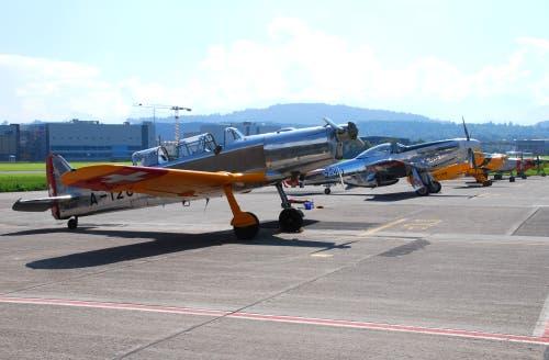 Oldtimer-Flugzeuge 2014 auf dem Flugplatz Emmen. (Bild: VBS)